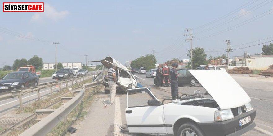 D100'de feci kaza: Otomobil ikiye bölündü