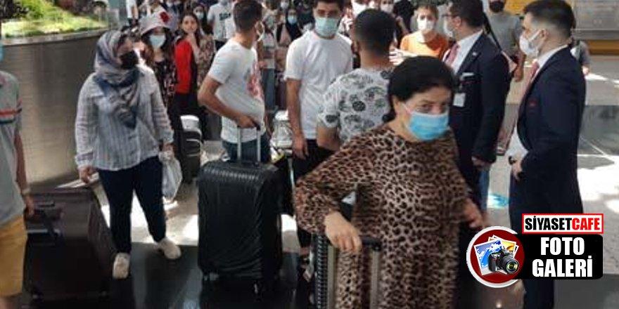 Havalimanlarında bayram dönüşü yoğunluğu