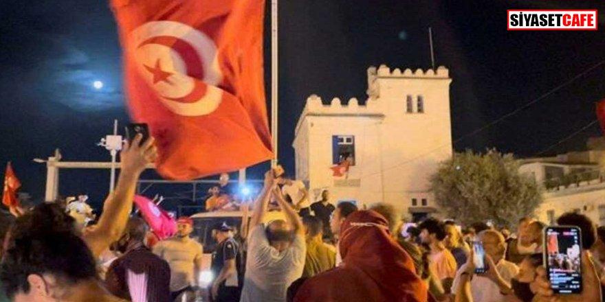 Tunus'ta hareketli dakikalar: Sokağa çıkma yasağı ilan edildi