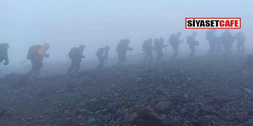 İki kayıp dağcıyı ararken beş kişi buldular!