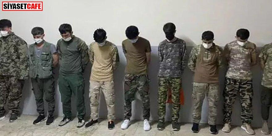 Asker kıyafetiyle dolaşan göçmenler yakalandı
