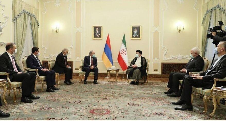 Nikol Paşinyan Tahran'da Reisi ile görüştü