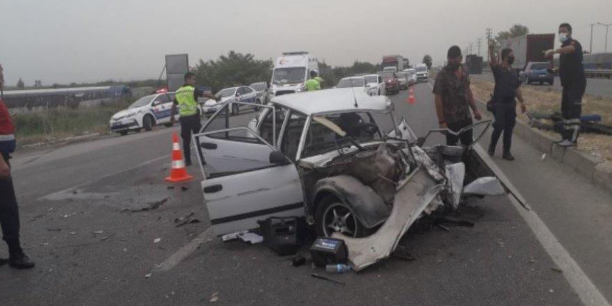 Bursa'daki kazada otomobil ikiye bölündü: Ölü ve yaralılar var
