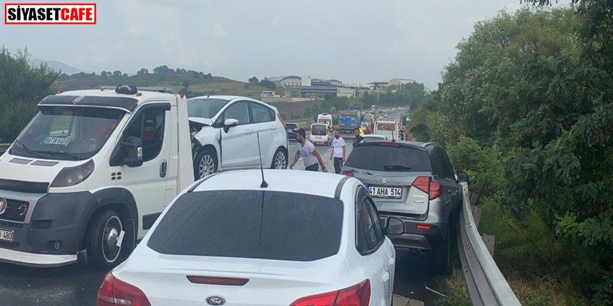 Kazayı gören kaza yaptı: 8 araç birbirine girdi