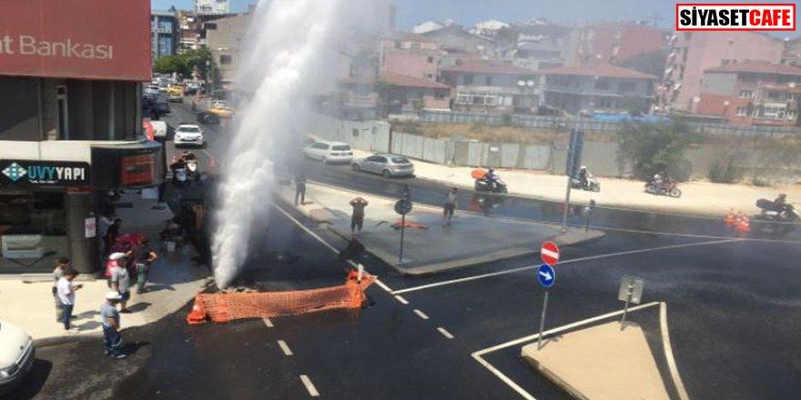İSKİ'nin çalışmasında su borusu patladı: Vatandaş arabasını yıkadı