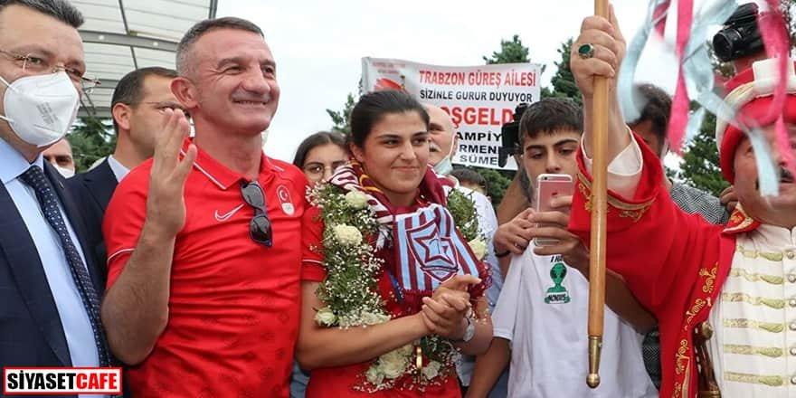 Şampiyon Busenaz Sürmeneli'ye mehterli karşılama