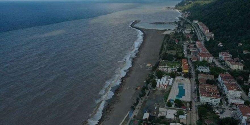 Bozkurt'taki sel nedeniyle Karadeniz'in rengi değişti