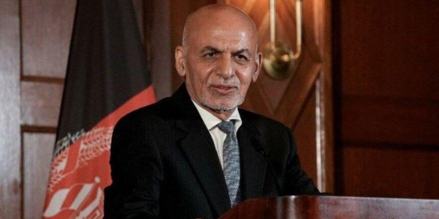 Ülkesinden kaçan AfganistanCumhurbaşkanı Gani'den ilk açıklama