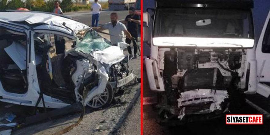 Patlayıcı yüklü tır ile kamyonet çarpıştı: 6 kişi öldü