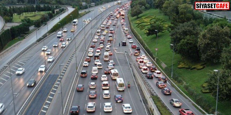 İstanbul'da trafik çilesi: Servis araçları yola çıktı