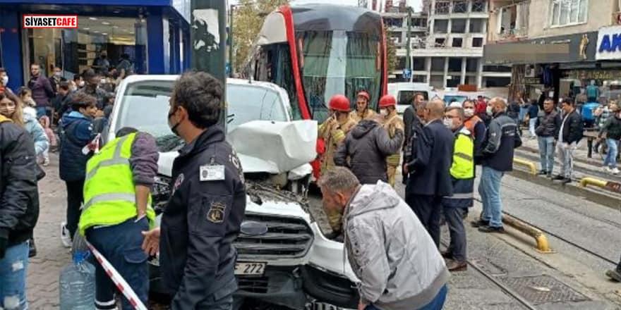 İstanbul'da tramvay ile araç çarpıştı: Seferler aksadı