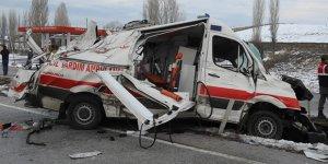 Çorum'da ambulans kaza yaptı ölü ve yaralılar var