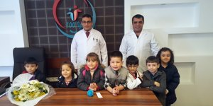Minik öğrenciler, Özel Yüzüncü Yıl Hastanesi çalışanlarının 'Tıp Bayramını' kutladı