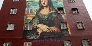 Mona Lisa'yı bina duvarına çizdi