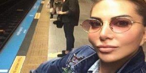Ünlü şarkıcı metroya bindi