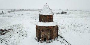 Kar altındaki 'Medeniyetler Beşiği' Ani'ye turist akını