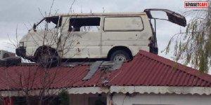 Atmaya kıyamadı, çatıya koydu! Dam üstünde minibüs