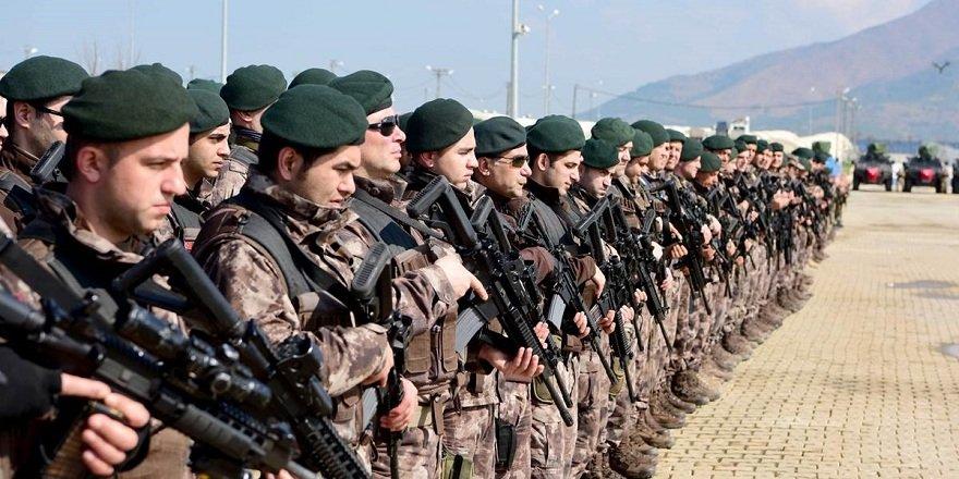Komandolar yemin ederek Afrin'e gitti