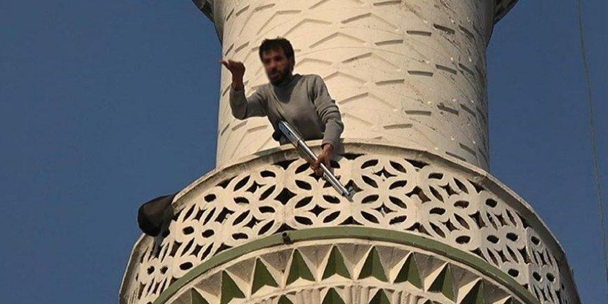 Cami minaresinde pompalı tüfekle dehşet saçtı!