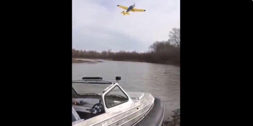Uçak göle çakıldı