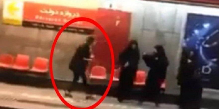 'Örtün' deyince ahlak polisine tekme attı