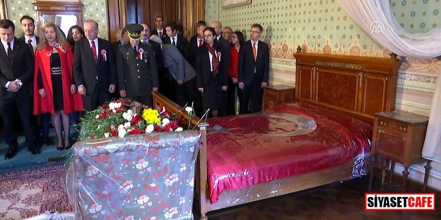 Atatürk yatağı başında anıldı!