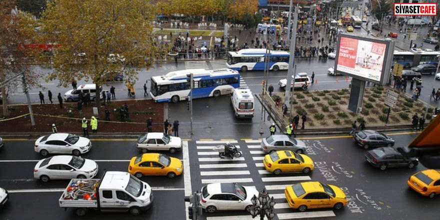 Belediye otobüsü yayaların arasına daldı
