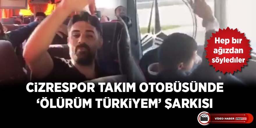 Cizrespor'lu futbolcular hep bir ağızdan 'Ölürüm Türkiyem' şarkısını söylediler