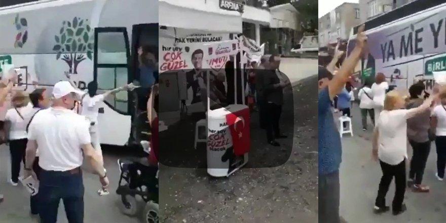 Skandal görüntü! CHP'liler HDP'nin seçim otobüsünü Türk bayraklarıyla selamladı
