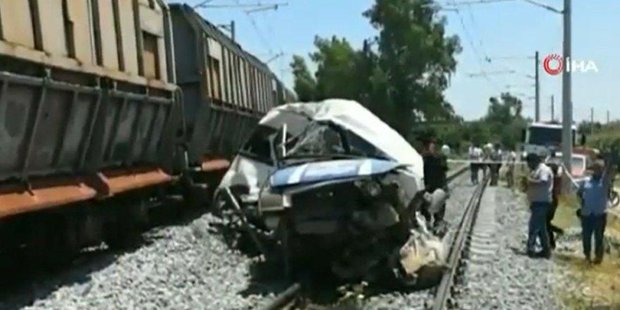 Mersin'de Tren Minübüse çarptı