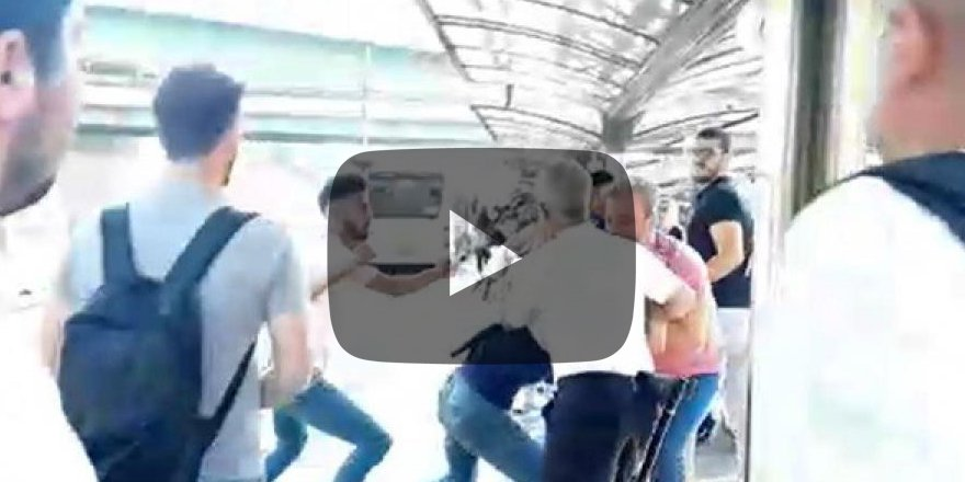 Metrobüs'te kavga! Uyardı diye tekme tokat dayak yedi