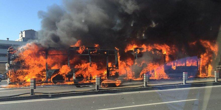 Son Dakika! Metrobüste yangın