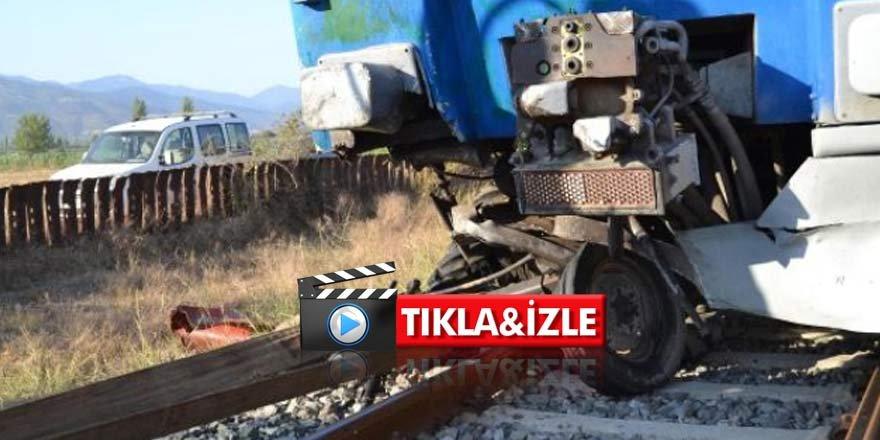 Dehşet anları kamerada! Tren Traktörü altına aldı, ölü ve yaralılar var