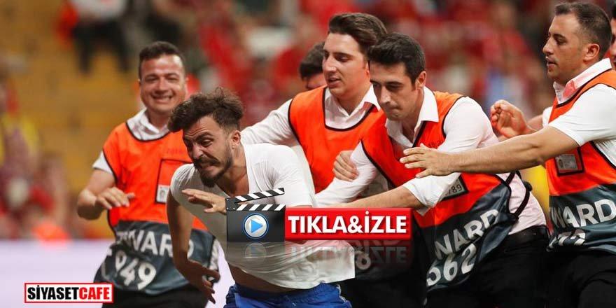 Dev maçta sahaya atlayan Youtuber'a tepki yağdı!