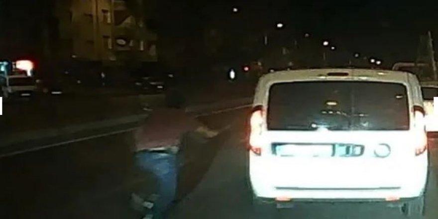 Konya'da film gibi dakikalar; polis aracını çalıp kaçtı!