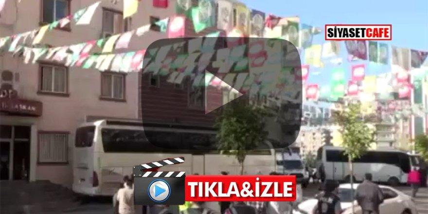 HDP'li vekilden Diyarbakır anneleri ve polislere hakaret! Bu yüzsüzlere kim dur diyecek?