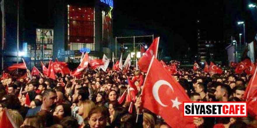Fahir Atakoğlu Sultanahmet'te Cumhuriyet için çalıyor
