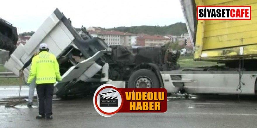 Tır ile belediye otobüsü çarpıştı: 9 yaralı!