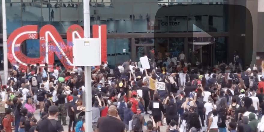ABD'de iç savaş yaklaşıyor! CNN binasına saldırlar!