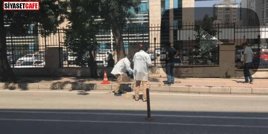 Adliye binasına pompalı tüfekli saldırı anı kameralarda...