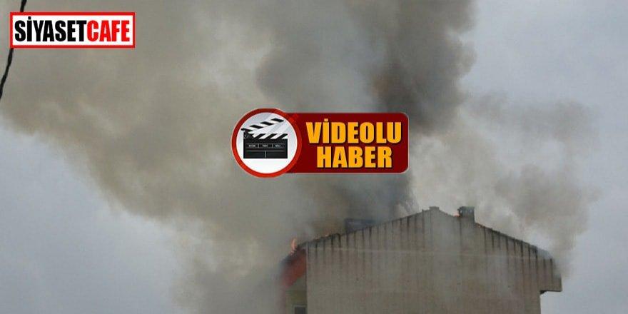 Yıldırım düşen apartmanın çatısı yandı