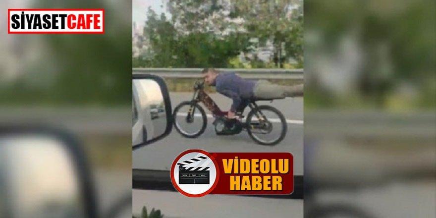 Motosiklet sihirbazının otoban şovu