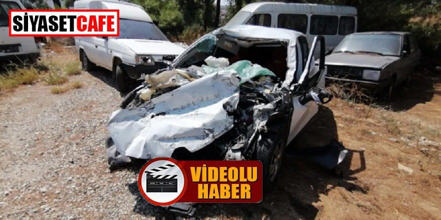 Antalya'da bir araç kamyona böyle çarptı: 2 yaralı!
