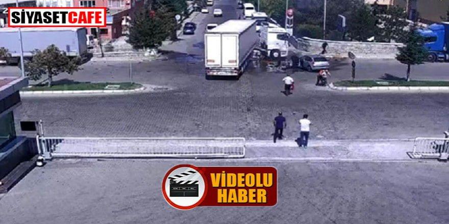 Kayseri'deki kazada alev alan araçlara işçiler yardıma koştu