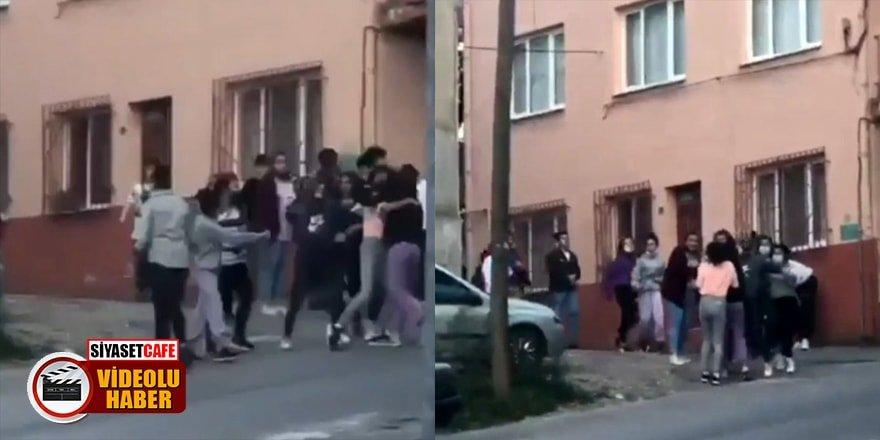 Bursa'da lise öğrencisi kızların tekme tokat kavgası kamerada