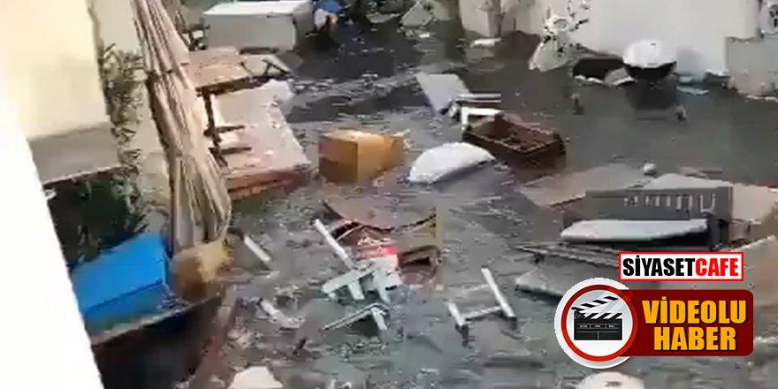 İzmir'deki depremin ardından cadde ve sokaklar su altında kaldı