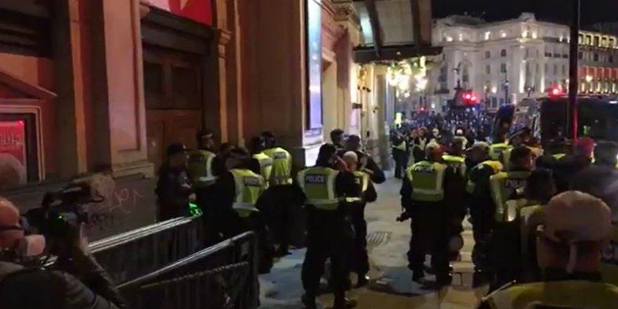 "İngiltere'de korona protestosu: ""Maske takmak istemiyoruz"""