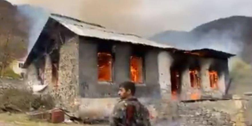 Ermeniler giderken evleri böyle yaktılar
