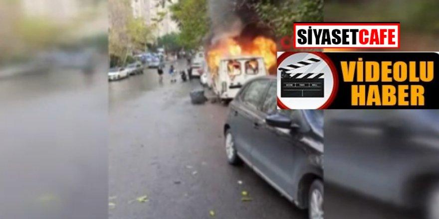 Korku dolu anlar! İstanbul'da minibüsler alev topuna döndü