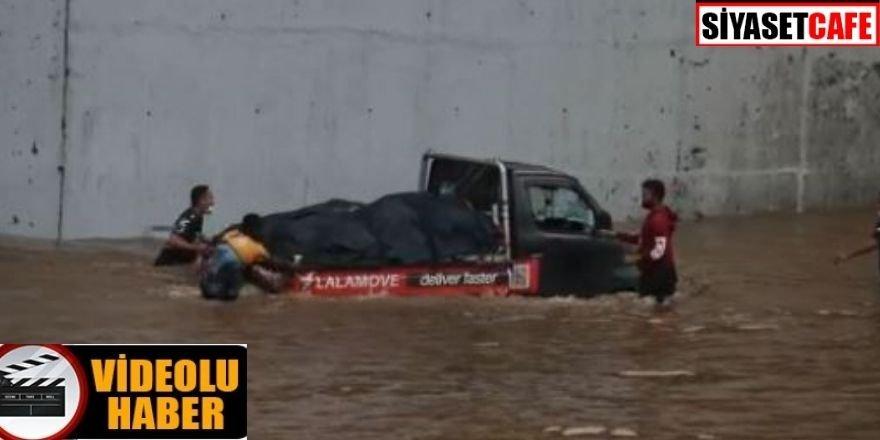 Endonezya'da sel felaketi: Binlerce kişi evini terk etmek zorunda kaldı